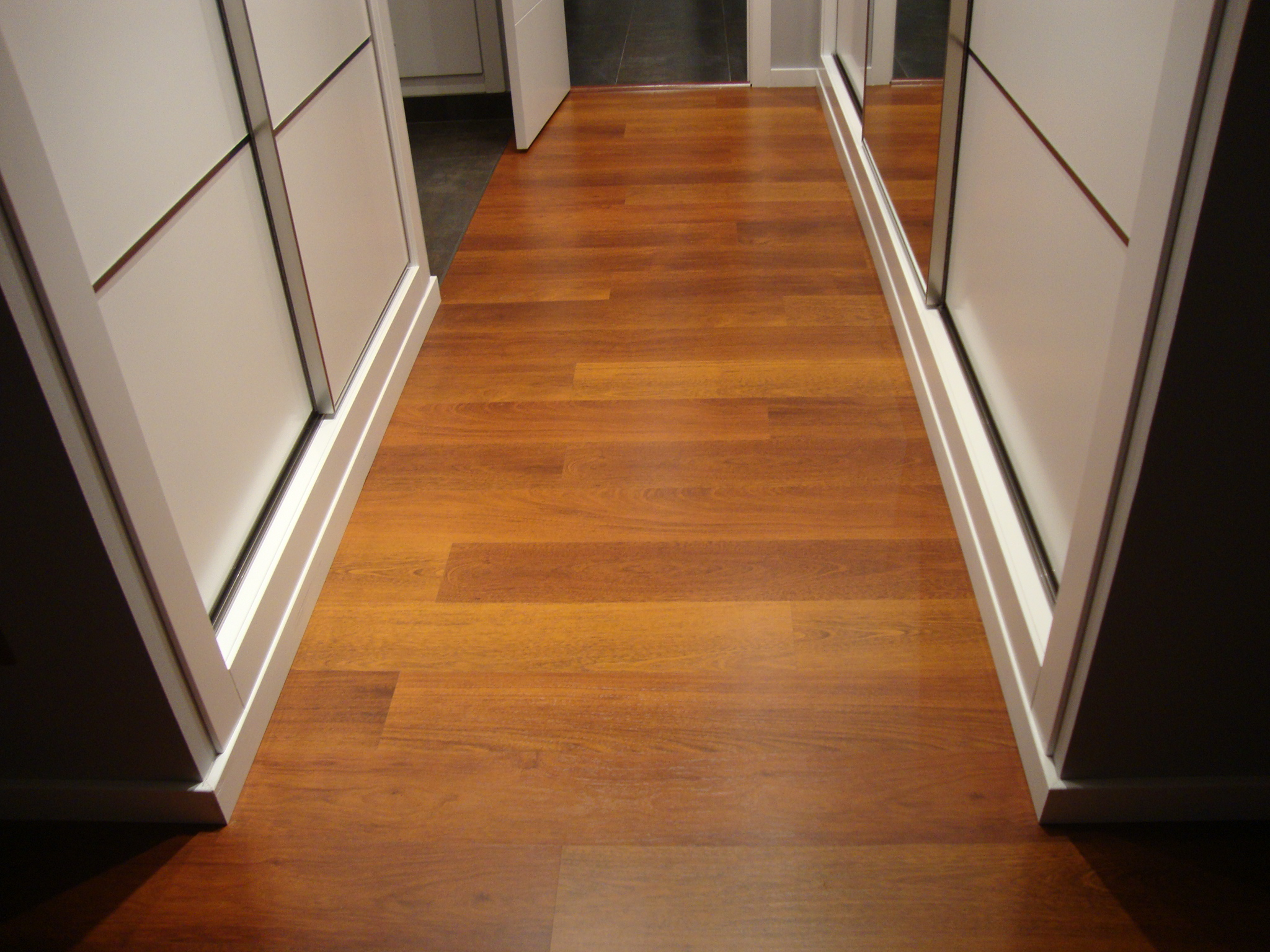 Laminado Quick Step de la serie Eligna modelo Merbau - Projects interior finishes